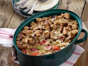 Deftiger Sauerkrauttopf mit Brotkruste Rezept