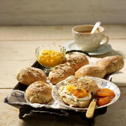 Dinkel-Krüsti-Brötchen dazu Aprikosen-Aufstrich Rezept