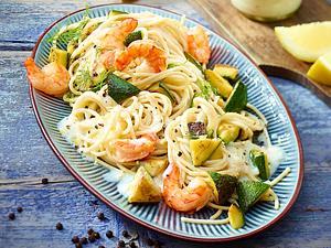 Dinkel-Spaghetti mit Garnelen und Zitronensoße Rezept