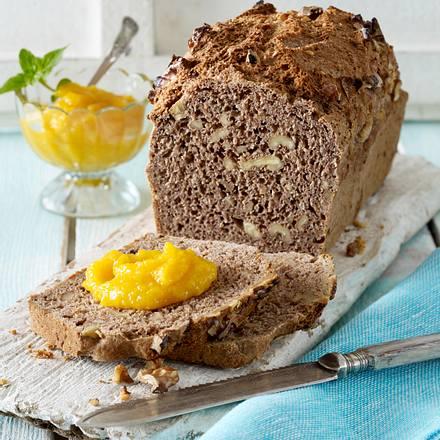 Dinkel-Walnuss-Brot mit Aprikosen-Mango-Aufstrich Rezept