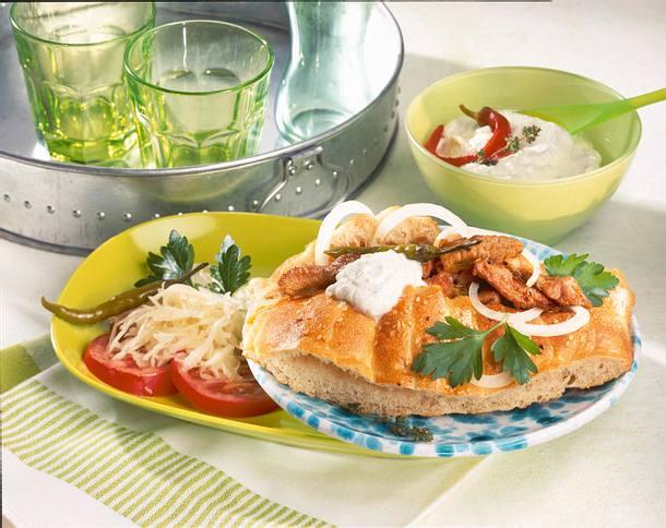 Döner mit Gyros, Krautsalat, Tomate und Tsatsiki  Rezept