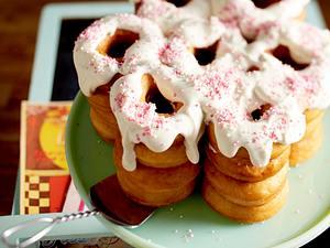 Donut-Torte mit Frischkäsecreme Rezept