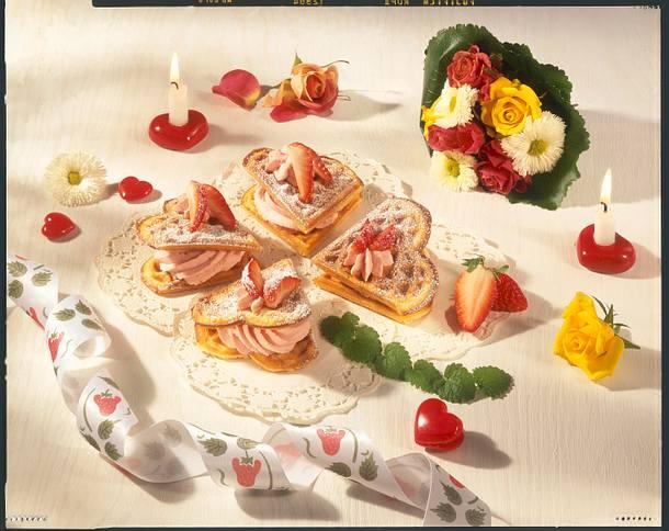 Doppelherz-Vanillewaffeln mit Erdbeersahne Rezept