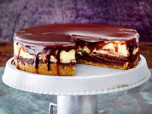Double Cheesecake mit Karamell- und Schokoguss Rezept