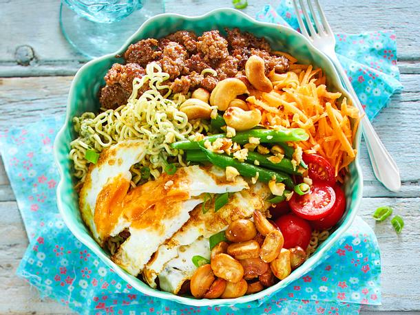 Dragon-Bowl mit Cashewdressing-F8604208