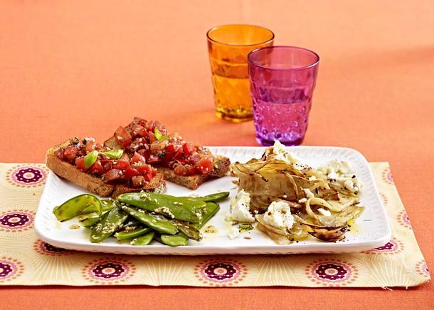 Dreierlei Antipasti (Sesam-Zuckerschoten, Tomaten-Bruschetta, karamellisierter Fenchel) Rezept