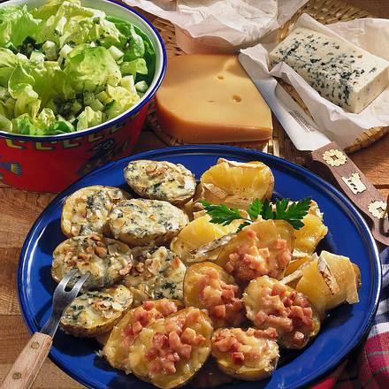 Dreierlei Blechkartoffeln zu Salat Rezept