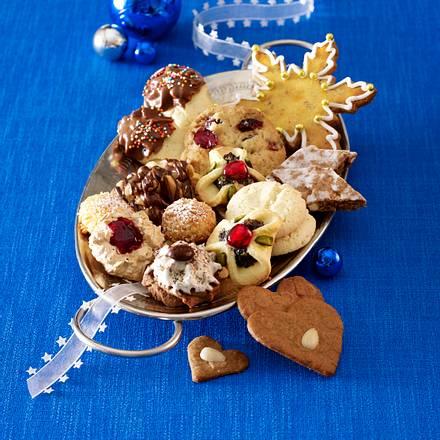 Dreierlei Cookies (White Chocolate-Cranberry-Cookies, Macadamia-Schokolinsen-Marzipan-Cookies & Ingwer-Cornflakes-Cookies) Rezept