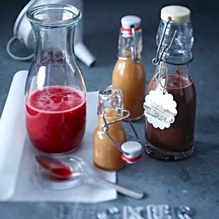 Dreierlei Soßen für Kuchen: Erdbeer-Holunderpüree Rezept