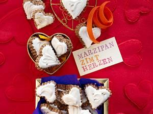 Dunkle Marzipan-Zimt-Herzen Rezept