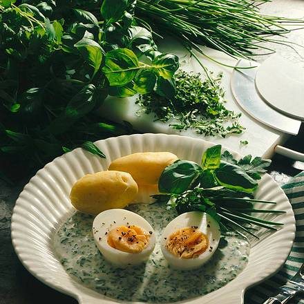 Ei in Kräutersoße Rezept