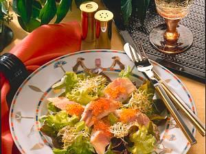 Eichblattsalat mit geräuchertem Forellenfilet Rezept