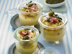 Eier aus dem Einmachglas mit Kochschinken, Oliven und Thymian-Pesto Rezept