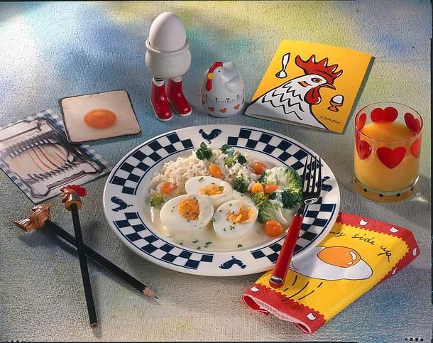Eier in Käsesoße mit Reis, Broccoli und Möhren Rezept