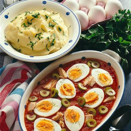 Eier in Tomaten-Thunfisch-Soße Rezept