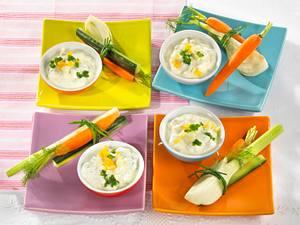 Eier-Kräuter-Quarkdip zu Möhren und Fenchel Rezept