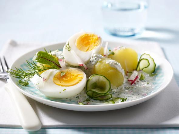 Eier mit Kräutersoße und Kartoffeln Rezept