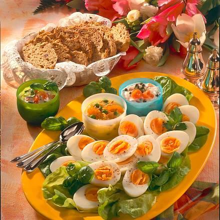 Eier mit pikanten Dips Rezept