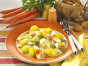 Eier-Möhren-Ragout zu Pellkartoffeln Rezept