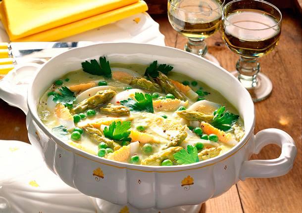 Eier-Spargel-Frikassee mit Kartoffeln und Möhren Rezept