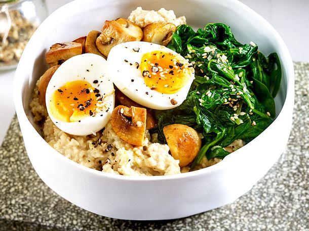 Eier-Spinat-Bowl mit Porridge Rezept