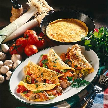Eierkuchen mit Wurst-Gemüse-Füllung Rezept