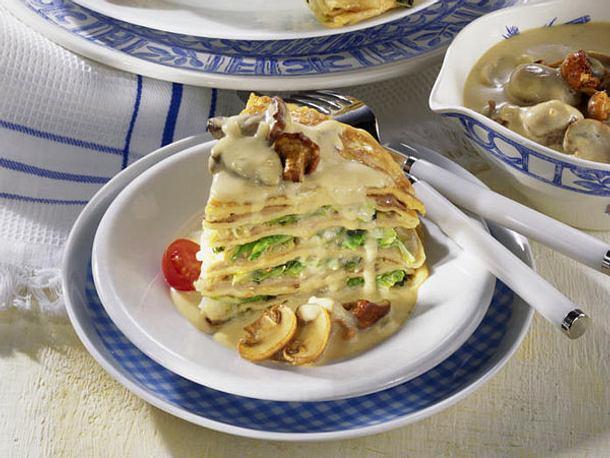 Eierkuchen-Torte mit Butter-Wirsing Rezept