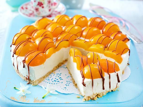 Eierlikör-Cheesecake mit Aprikosen und Schokostreifen Rezept