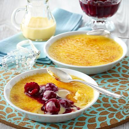 Eierlikör Crème brûlée mit Himbeerkompott Rezept