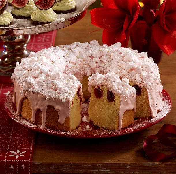 Eierlikör-Kranzkuchen mit Amarena-Kirschen Rezept