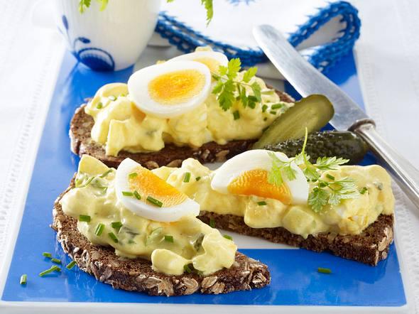 Eiersalat mit Gewürzgurke und Curry-Mayonnaise Rezept