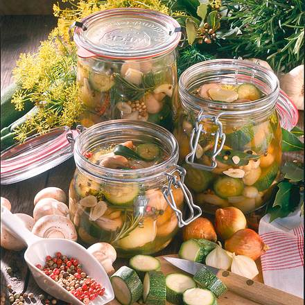 Eingekochtes, pikantes Gemüse Rezept
