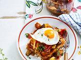 Eingekochtes Ratatouille mit Brot und Spiegelei Rezept