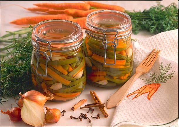 Eingemachte Bohnen mit Möhren und Schalotten Rezept