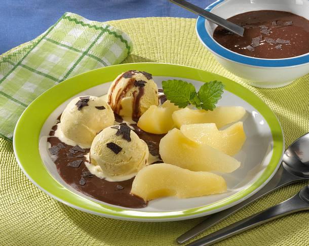 Eis mit Birnen & Schokosoße  Rezept