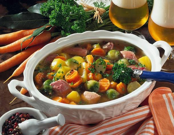 Eisbeineintopf mit Gemüse Rezept