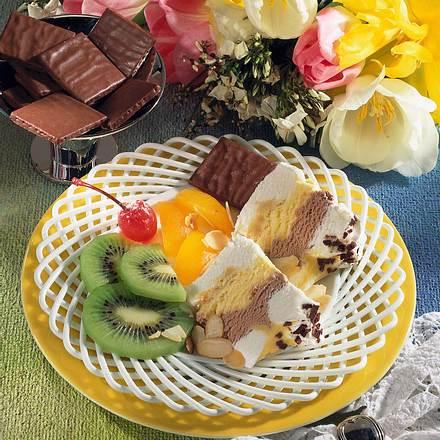 Eisdessert mit Früchten Rezept