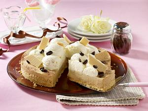 Eiskaffee-Torte mit Löffelbiskuit-Waffel-Boden Rezept