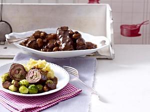 Elisabeths Rinderrouladen mit Stampfkartoffeln und Rosenkohl Rezept