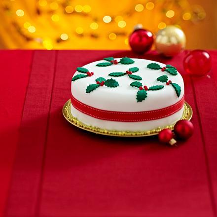 Englischer Christmas Cake mit Ilexblättern Rezept