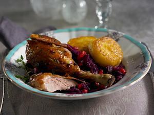 Ente mit Granatapfel-Rotkohl und Knödelplätzchen Rezept