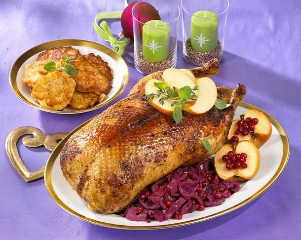 Ente mit Rotkohl und Apfelküchlein an Portweinsoße Rezept