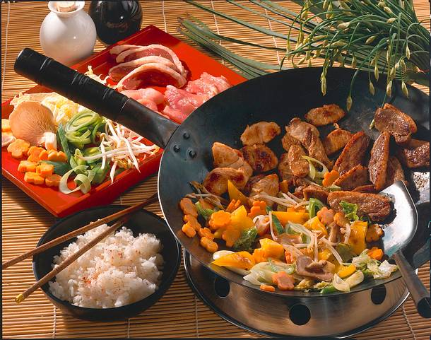 Enten-, Puten- und Schweinefleisch im Wok Rezept