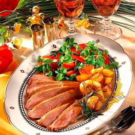 Entenbrust mit Kartoffeln und Salat Rezept