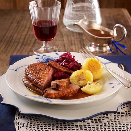 Entenbrust mit Orangen-Zimt-Soße, Rotkohl und Knödeln Rezept