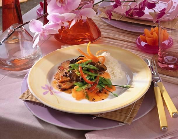 Entenbrust mit Zuckerschote, Möhre und Chili Rezept