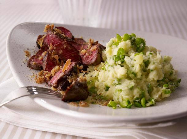 Erbsen-Kartoffelpüree mit Steakstreifen mit Röstzwiebel-Butter Rezept