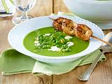Erbsen-Minz-Suppe mit Hähnchen-Spießen Rezept