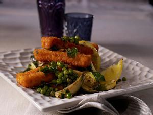 Erbsen-Zucchini-Gemüse mit Zitrone und Koriander-Fischstäbchen Rezept