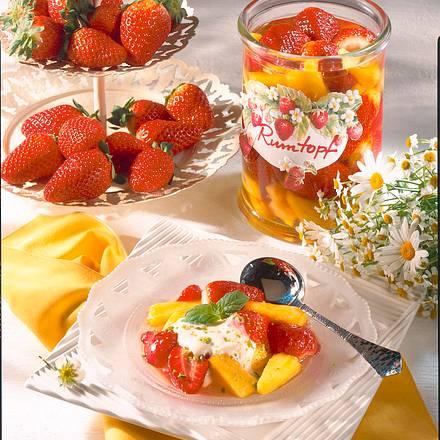 Erdbeer-Ananas-Rumtopf Rezept